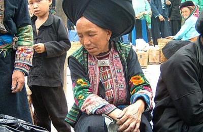 Women on market day - SinHo - LaiChau 1999.