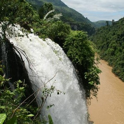 Waterfalls from old route TamDuong to Paso