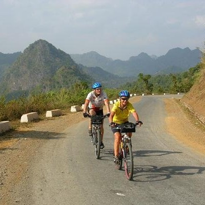 Cycling over PhaDin pass to SonLa 2004